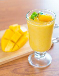 mango smoothie for glowing skin