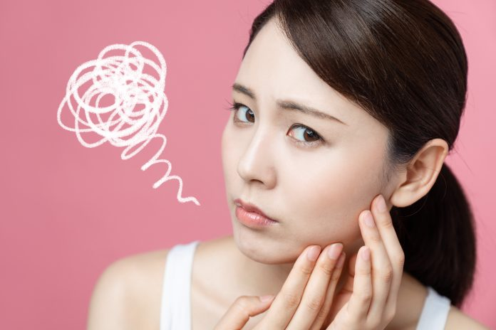 popping pimples dangers adverse effect safe ways