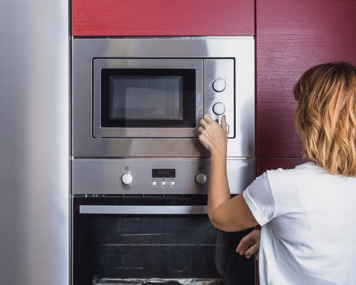 Is it safe to cook in a microwave? dangers to cook or warm food in microwave