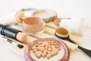 If makeup goes off, the consequences can be damaging to our skin, old makeup harmful to skin