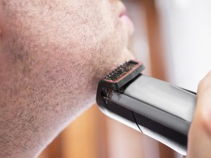 for sensitive skin choose electric razor with minimal blades and dry-shave capabilities