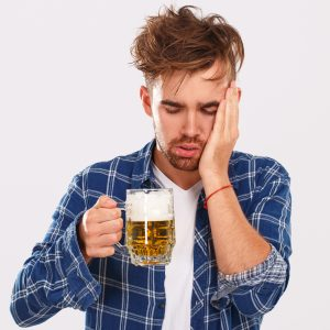 Alcohol eliminates refreshing sleep, don't drink alcohol before bedtime